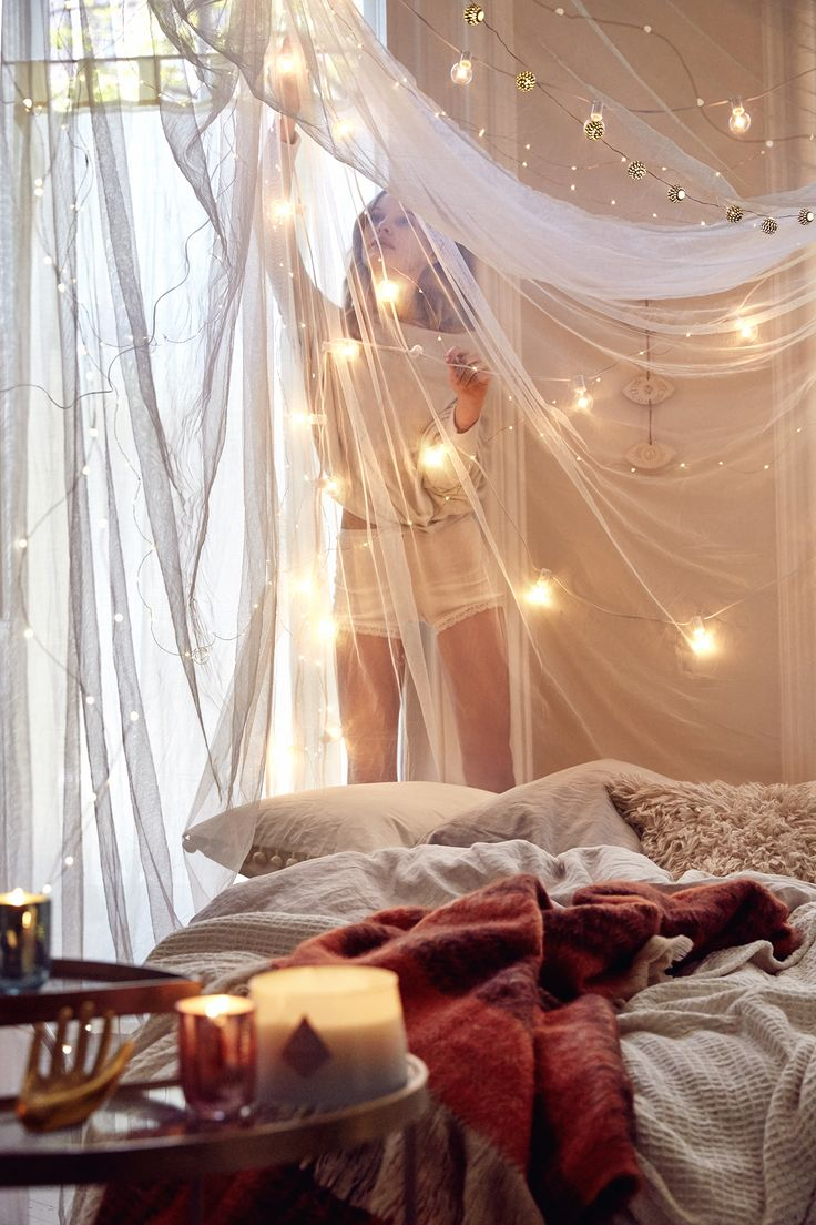 Easy indoor string lights decoration ideas http www for Room decor with fairy lights